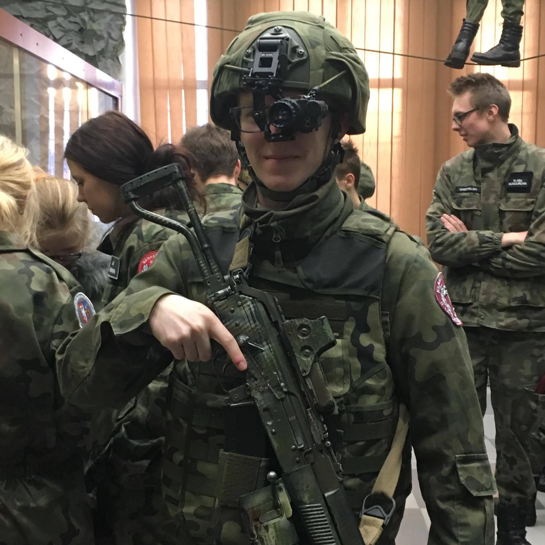 Klasy mundurowe z wizytą w 18 Batalionie Powietrznodesantowym w Bielsku-Białej