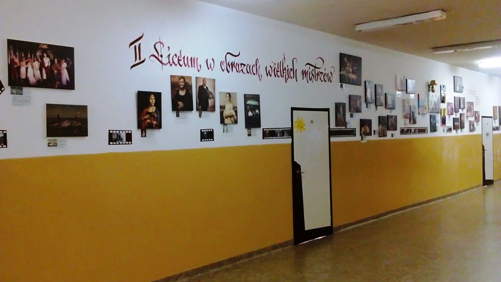 II LICEUM W OBRAZACH WIELKICH MISTRZÓW-stała galeria na korytarzu II LO
