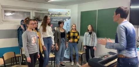 Zajęcia wokalne w klasie artystycznej