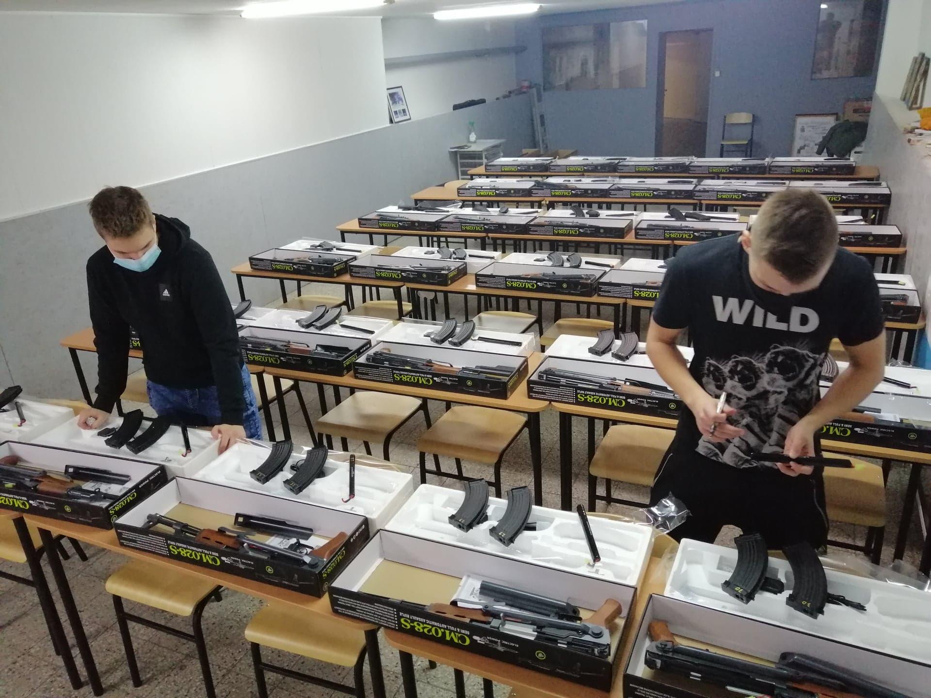 Repliki ASG AK 47 na zajęciach ERO
